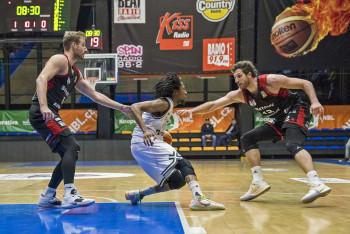 Podívejte se na obrázky z ligového duelu basketbalistů  USK Praha - Svitavy 93:84