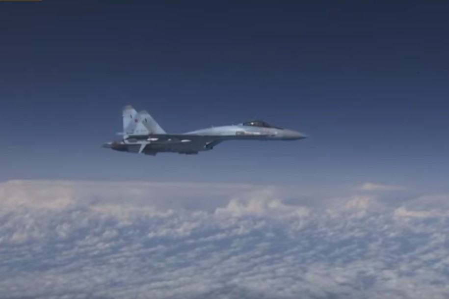 Su-27 doprovázely letadla francouzského letectva přes Černé moře